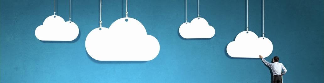 business man che costruisce il suo private cloud